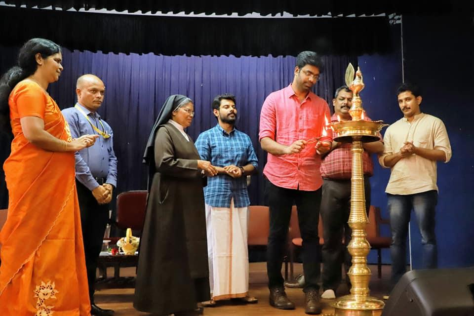 Anton Babu of fortune IAS Academy lighting the lamp